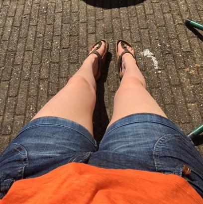 Mijn benen lijken op deze foto zelfs een beetje bruin.