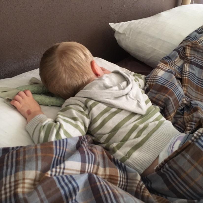 slapend jongentje