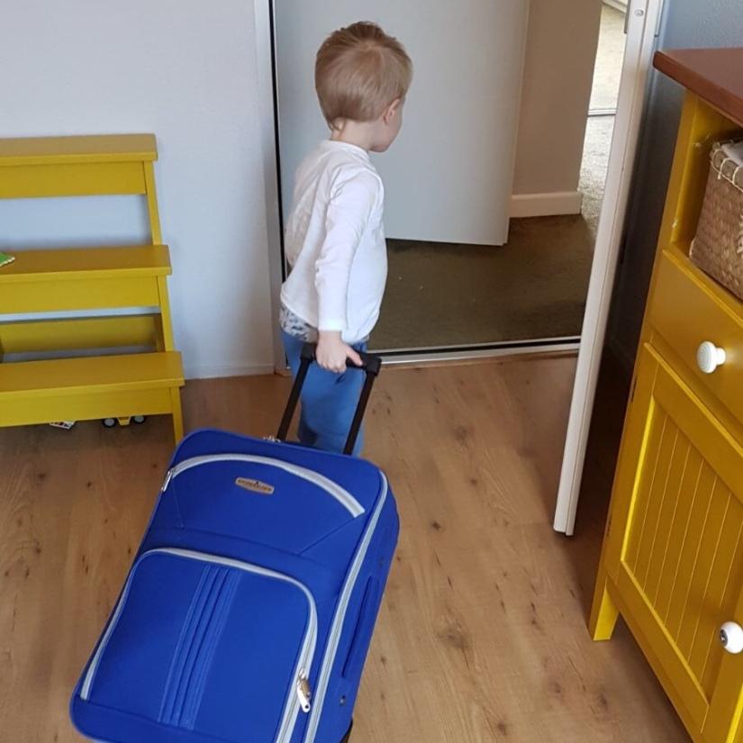 met de koffer.jpg